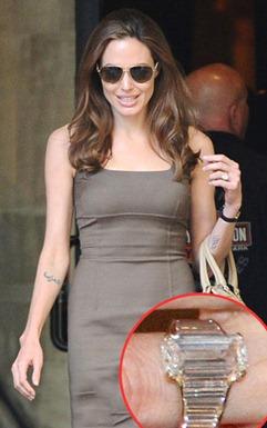 Brad Pitt &  Angelina Jolie Engagement Ring