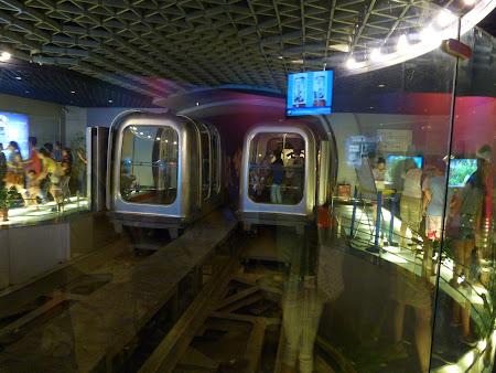 Obiective turistice Shanghai: tren subteran Bund - Pudong