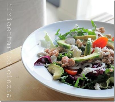 insalata con rucola, avocado, feta e ventresca di tonno