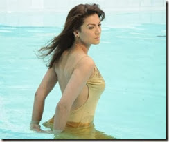 Gauhar Khan swimming pool
