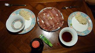 Sashimi! Sushi! Nicht schön, aber gut.