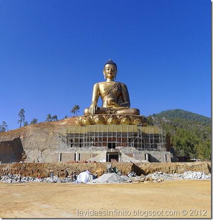 600px-Buddha_Dordenma_statue_on_20th_Nov_2011