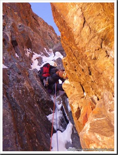 Intento al Corredor Nefropatia 200m D  90º (Pico Piedrafita 2965m, Pirineos) (Isra) 7504