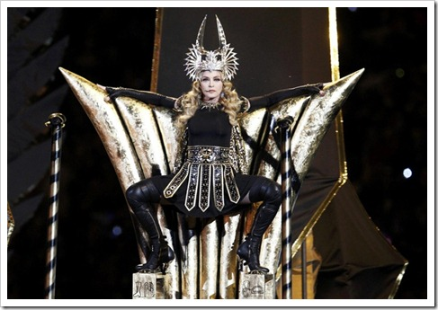 20120206-pictures-madonna-super-bowl-half-time-show-performance-08
