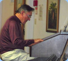Roy Steen winding-up the Technics GA3 organ