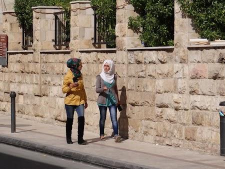 09. Imbracaminte femei Iordania.JPG