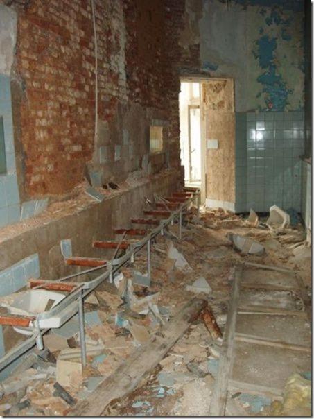 abandoned-castle-belguim-16