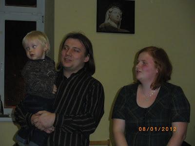 I tu wykonanie wspólnie kolędy przez rodziców, tym razem Jasia