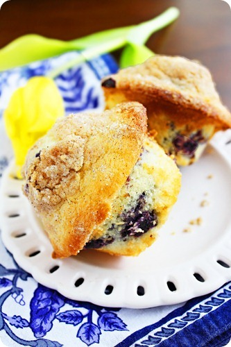 Lemon Blueberry Crumb Muffins