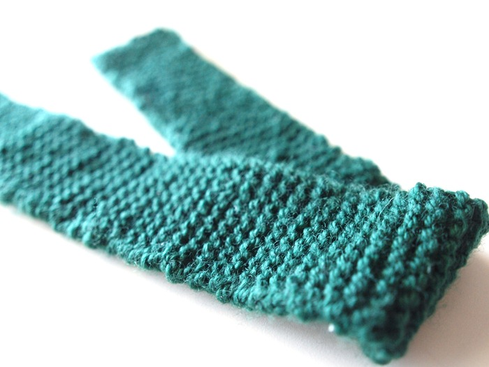 a knitted scarf (2)
