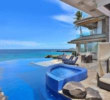 casa-de-lujo-con-piscinas-vista-al-mar