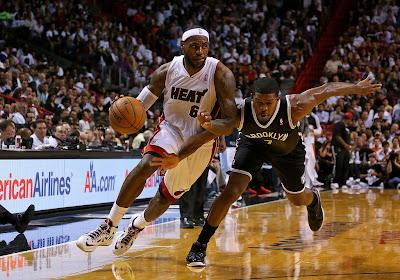 lebron james nba 121107 mia vs bro 07 King James wears 5 Colorways of Nike LeBron X in 6 Games
