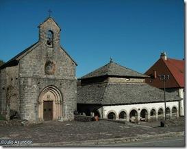La iglesia de Santiago y el Silo de Carlomagno - Roncesvalles