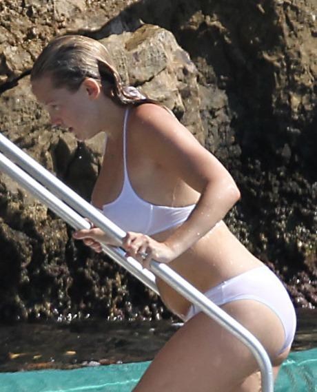 kate-hudson-bikini-france-05