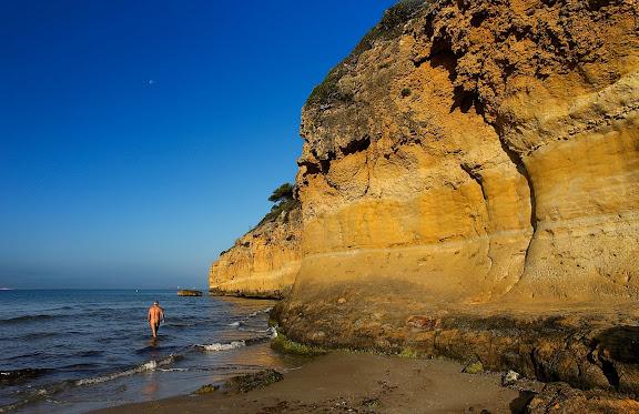 La cala Fonda, platja nudista,  espai natural protegit de la Punta de la Mora,  Tarragona, Tarragonès, Tarragona