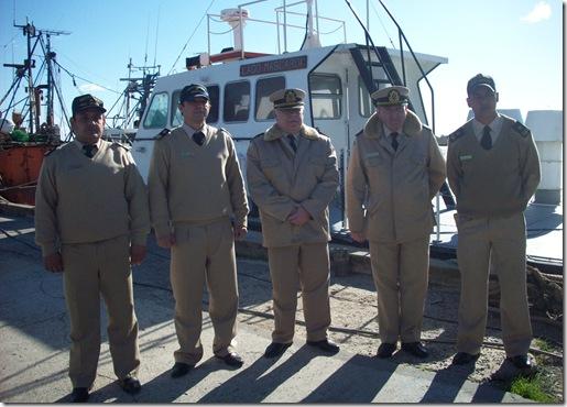 Prefecto Gómez, junto a la tripulación del guardacostas