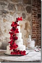 flores vermelhas no bolo