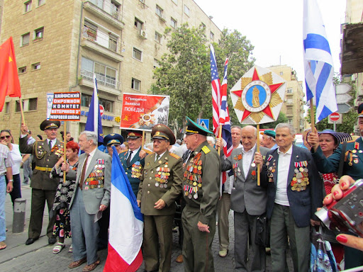 Haifskie veterani na Parade Pobedi v Ierusalimei.jpg
