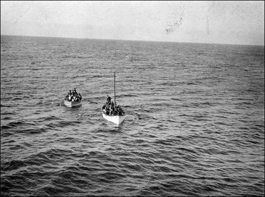 E9914 - lifeboats.jpg