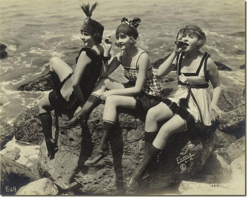 Skinny-flapper-girls-from-1920s
