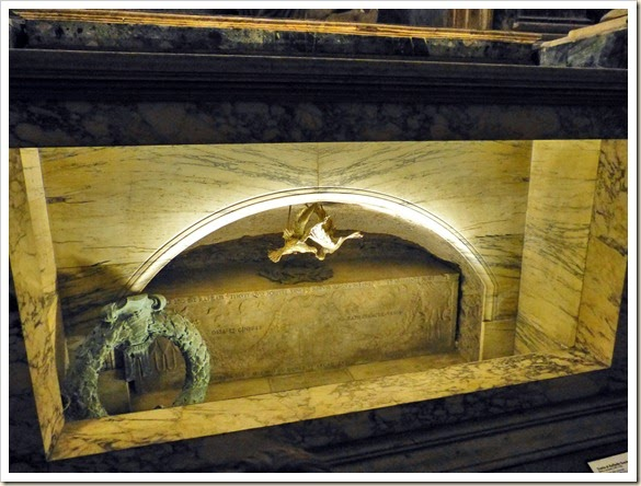 17 Panteón - Tumba de Rafael