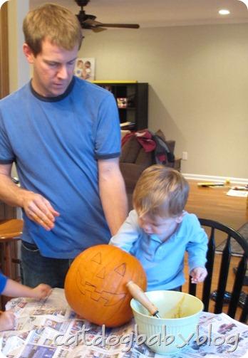 2012-10-28 pumpkin carving (16)