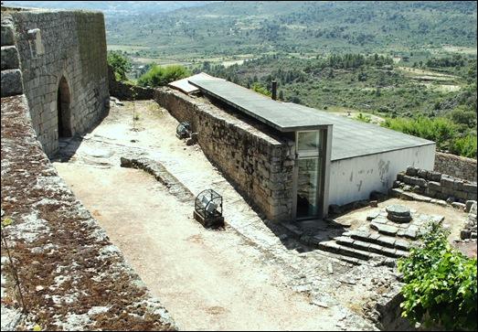 Marialva - Glória Ishizaka -  Castelo - porta do anjo da guarda 1