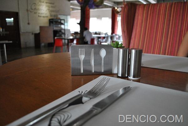 Rica's Restaurant Henry Hotel 03