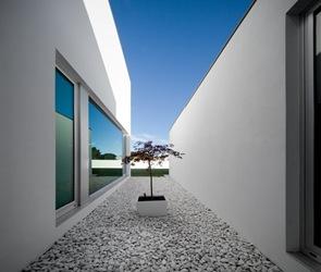 fachada exterior casa minimalista color blanco