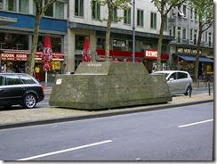 800px-Skulptur_Ruhender_Verkehr_Koeln2007