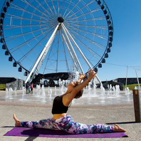 Rolling the wheel by Cristobal Garciaferro Rubio - People Fashion ( pose, park, wheel, big eye, yoga, city )