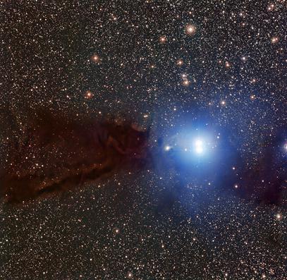 imagem da nuvem escura em Lupus formando estrelas jovens