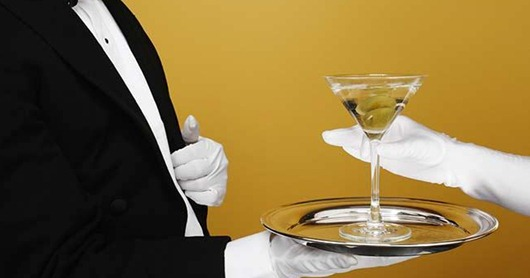 waiter_delivering_martini_to_customer_bld009139