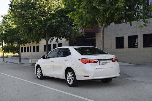 2014-Toyota-Corolla-25.jpg