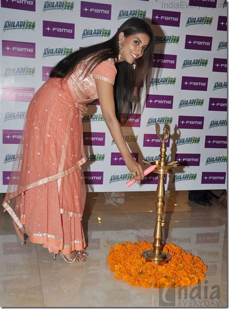 Asin Diwali promotion of Khiladi 786 at Infinity Mall (5)