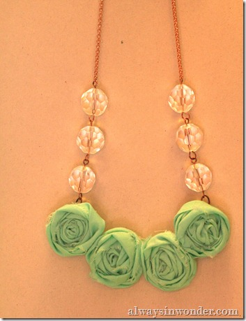 how_to_make_rose_necklace_with_fabric (25)