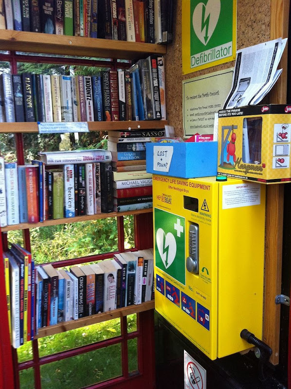 telephone-box-library-13