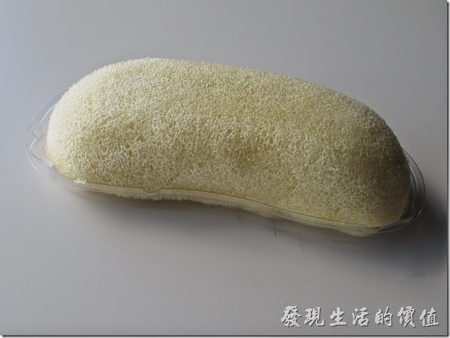 【東京 BANANA(東京ばな奈)】的外皮包覆著鬆軟的蛋糕。