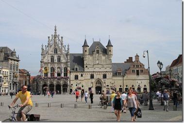 現在の市庁舎