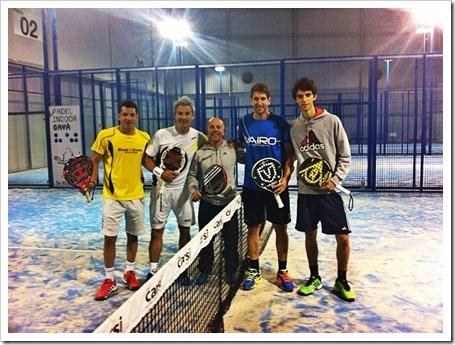 En la imagen vemos a Tito Allemandi con Miguel Lamperti junto a Severino Iezzi. Como pareja rival a Maty Marina y Alejandro Ruiz