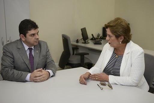 Governadora em reunião com o reitor da UERN, Pedro Fernandes - Elisa Elsie