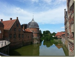 20130729_ Frederiksborg Castle moat (Small)