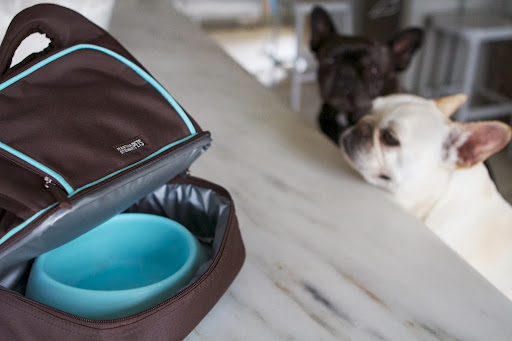 In the zippered bottom compartment, we packed the Silicone Travel Bowl.