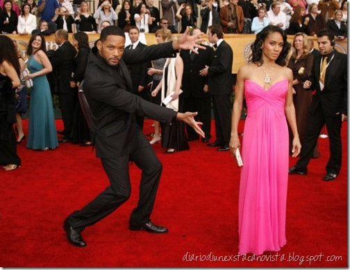 Most men just stand next to their date and hold their hand or something...and then there's Will Smith.