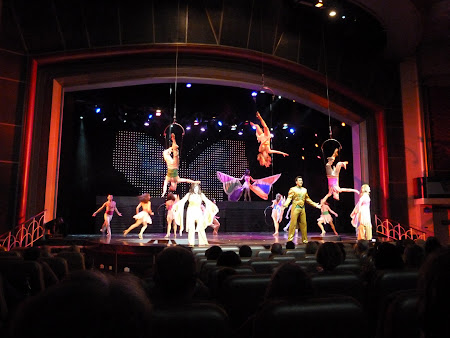 Spectacolul Up in the Air - in teatrul Platinum pe vas croaziera