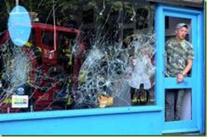 london-riot-broken-store-windows