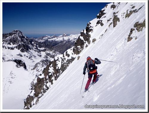Arista NO y Descenso Cara Oeste con esquís (Pico de Arriel 2822m, Arremoulit, Pirineos) (Isra) 9452