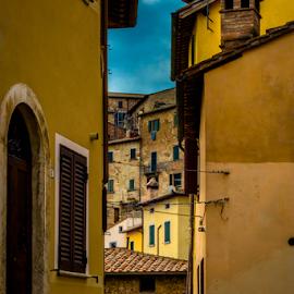 Tuscany homes by Srečko Prša - Buildings & Architecture Homes ( home, tuscany, street, neighborhood, travel, italy, street photography )