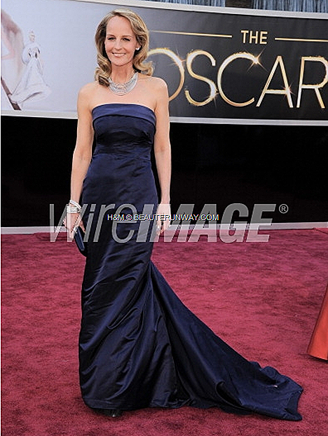 HELEN HUNT WORE H&M COUTURE GOWN AT 85TH ACADEMY AWARDS OSCARS 2013 RED CARPET CEREMONY WINNERS Best Actress Supporting Role The Sessions customised couture midnight-blue silk satin full length strapless gown USA