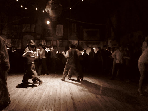 A more authentic experience at El Catedral milonga, where anyone can take the stage.